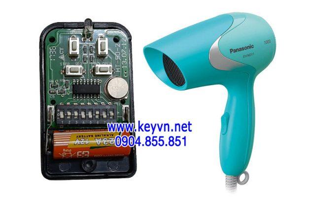 Sử dụng máy sấy tóc để sấy khô điều khiển